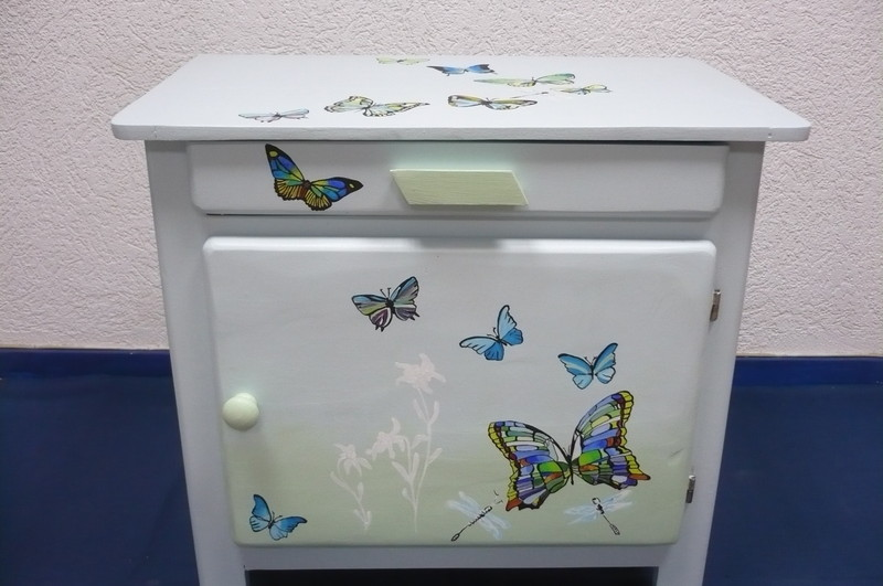 Meuble customis papillon virginie rostaing virginie for Customiser meuble en bois