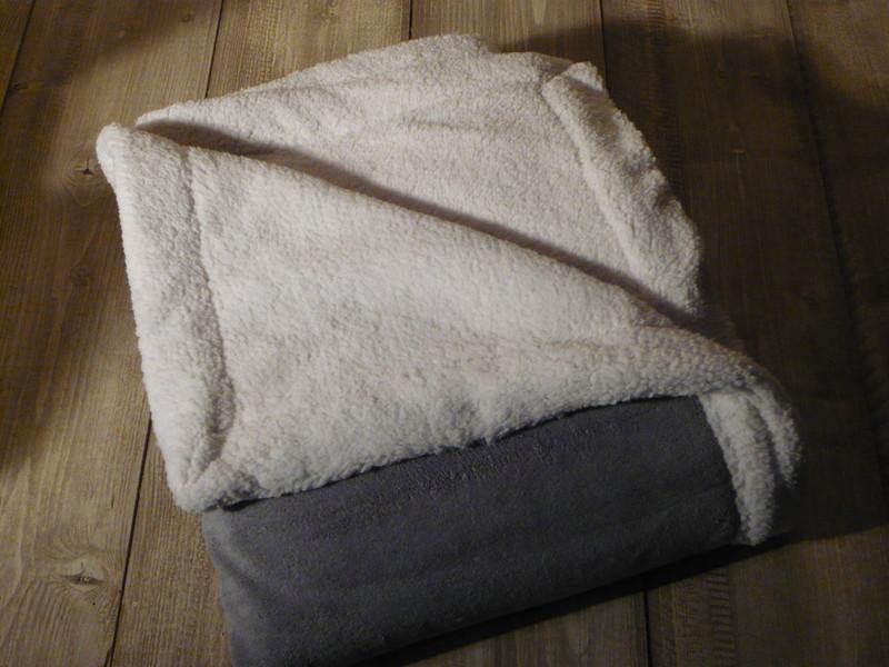 plaid polaire velours coeur 130x150 bicolore de jadis a demain. Black Bedroom Furniture Sets. Home Design Ideas