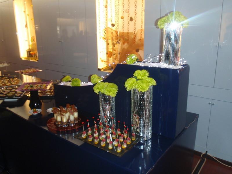 aperitif dinatoire cocktail entreprise particulier les pieds sous la table. Black Bedroom Furniture Sets. Home Design Ideas